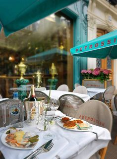 Petrossian is an institution in Paris! The delicatessen has its restaurant in the district. Paris Secret, Sidewalk Cafe, Parisian Cafe, Cafe Bistro, I Love Paris, Cafe Restaurant, Restaurant Design, Paris Travel, City Lights