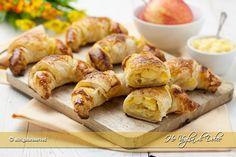 Cornetti+di+pasta+sfoglia+alle+mele Biscotti, Nutella, Sweet Recipes, A Food, Sausage, Muffin, Appetizers, Cheese, Vegetables