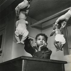 Find the latest shows, biography, and artworks for sale by Gordon Parks. Considered one of the most influential artists of the century, Gordon Parks was… Gordon Parks, Park Photography, White Photography, Photography Couples, Inspiring Photography, Frederick Douglass, Philadelphia Museum Of Art, National Gallery Of Art, Toddler Girls