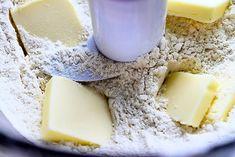 Súper versátil y fácil de preparar, así es esta masa: perfecta para pays, tartas, quiches y galettes. Va bien con rellenos dulces y salados, y lo mejor es que se prepara en 2 minutos. Haz clic para la receta y el video #byenrilemoine #enrilemoine #masaparapays #recetademasaparapays #recetafácil