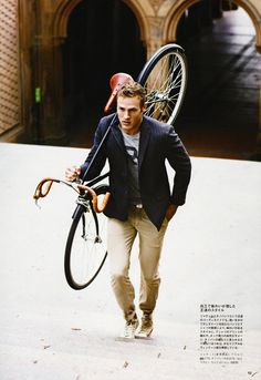 Glamour And Grease: Cycle Chic for Ralph Lauren Magazine - Ivy Style Cycle Chic, Look Fashion, Mens Fashion, Skinny Fashion, Ivy League Style, Ivy Style, Herren Outfit, Well Dressed Men, Mens Suits