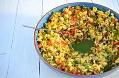 Zbožňujeme těstoviny v jakékoliv úpravě. Jednu takovou letní variaci přináším právě dnes. Vychlazený pasta salát je totiž v tomto tropickém počasí skvěle osvěžující.