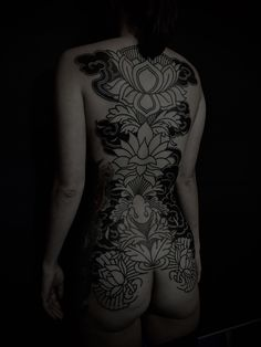 (2nd session on Wendy backpiece  At Mei Wah Tattoo...)