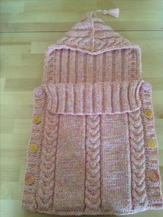 Baby Knitting Patterns Cocoon Sweet baby sleeping bag – self-made Baby Knitting Patterns, Baby Clothes Patterns, Knitting For Kids, Crochet Patterns, Easy Knitting, Knitted Baby Blankets, Baby Girl Blankets, Pull Bebe, Kids Sleeping Bags