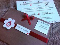 Convite em papel Telado Branco 180gr - formato 20 x 15 cm <br>com envelope em papel Kraft 180gr - com em fechamento lateral em costura <br>Acabamento : Fita , la�o, strass e tags com iniciais dos noivos e identifica��o dos convidados <br> <br> <br>Embalagem : Individual em saquinho lacrado. <br> <br>Acompanha convites individuais