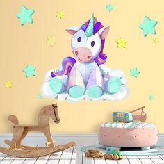 Precioso vinilo con la imagen de un unicornio de peluche en tonos morados y azules. Crea un ambiente mágico en cualquier habitación con este original vinilo.