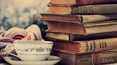 Leggo non perché non ho una vita ma perché ho deciso di viverne molte.❤