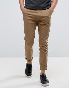 Get this Bershka's chinese trousers now! Click for more details. Worldwide shipping. Bershka Regular Fit Chino In Tan - Tan: Chinos by Bershka, Stretch twill, Concealed fly, Side pockets and two back pockets, Regular fit - true to size, Machine wash, 97% Cotton, 3% Elastane, Our model wears a W 32 and is 188cm/6'2 tall. Made for the modern man, Bershka's contemporary casuals are influenced by the latest music, technology and social media trends. Comfort meets cools with its earthy-toned…