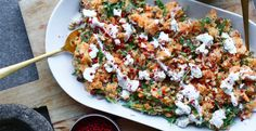 Bruschetta Cheese Ball - Essensrezepte - Appetizers for party Quick Healthy Meals, Healthy Recipes, Vegas, Homemade Pesto, Goat Cheese Salad, Yoghurt Dressing, Outdoor Food, Roasted Sweet Potatoes, Evening Meals