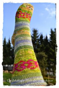 Frühlingssocken aus Wollresten / Spring socks made from scraps of yarn / Upcycling