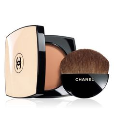 Chanel lança sua nova coleção Les Beiges, em tons que valorizam um resultado natural, em neutros e pêssego, sem exageros.