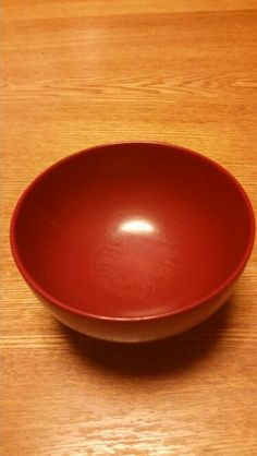 <P>赤い漆塗りの椀。小さい頃からお気に入り。