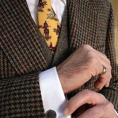 Would you wear this for a stroll through the country side? What's your take on the tie? #gentlemenofstyle #mensfashion #menswear #bespoke #lifestylemen #menwithclass #styleformen #dappermen
