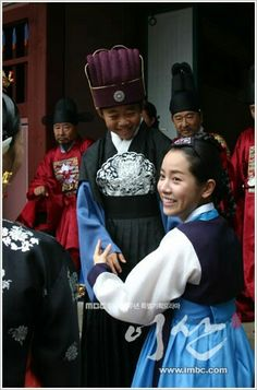 Yi San(Hangul:이산;hanja:李祘), also known asLee San: The Wind of the Palace, is a 2007 South Korean historical drama, starringLee Seo-jinandHan Ji-min.It aired onMBCfrom September 17, 2007 to June 16, 2008 on Mondays and Tuesdays  한지민