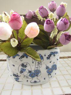 Saleiro em porcelana pintado à mão.