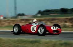 1961 French GP Phil Hill in action for Ferrari at Reims-Gueux Ferrari Racing, Ferrari F1, Sports Car Racing, F1 Racing, Le Mans, Grand Prix, Car Competitions, Ferrari Scuderia, Race In America