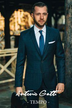 Liniile moderne ale croielii, culoarea neutra si imprimeul subtil fac ca acest costum sa se adapteze perfect  aproape oricarei ocazii. Suit Jacket, Breast, Costumes, Suits, Casual, Jackets, Fashion, Down Jackets, Moda
