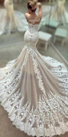 Потрясающее платье! Невеста похожа на фарфоровую точеную куколку. #гурудекора #платьеневесты #свадьба #самоекрасивоеплатье #образневесты #оформлениесвадьбы #декорсвадьбы #gurudecora #weddingdress #dress #wedding #weddingdecor