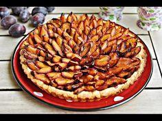 Prosta tarta ze śliwkami - Prosta w przygotowaniu, pyszna tarta ze śliwkami na kruchym, waniliowym cieście. Ciasto nasiąka od soku śliwkowego i z wierzchu jest wilgotne, a od spodu dobrze wypieczone i chrupiące. Plum Cake, Malaga, Apple Pie, Cooking, Food, Prune Cake, Kitchen, Essen, Meals