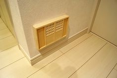 Japanese-style outlet cover