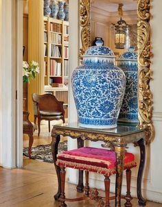 """Inside Victoria Press's Home at Cheyne Walk - Cheyne Walk's """"Morning Room"""" featured blue and white garniture on top of - The New York Times Blue And White Vase, White Vases, Chinoiserie Chic, White Rooms, Yellow Rooms, Green Rooms, Interior Exterior, White Decor, Traditional House"""