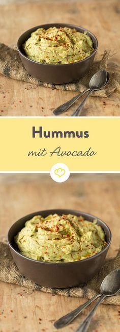 Kichererbsen und Avocado - eine traumhafte Kombination. Der Dip lässt sich guten Gewissens zwischendurch snacken, denn er enthält wertvolle Nährstoffe.