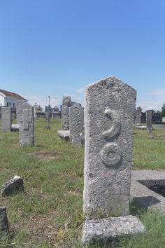 Albanian grave art