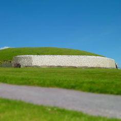 ...Newgrange! .. older than the Egyption pyramids! Maybe it should've been called Oldgrange! 😄  .  .  #ancient #instalike #instafollow #irish #old #instameath #historical #visitireland #irishhistory #igerseurope #druids #solstice #mound #irish #countymeath #irishlandmarks #celtic #igersmeath #famoussites #irishlegends #tomb #ireland #instairish #allthingsirish #newgrange #meath #irishnostalgia Newgrange Ireland, Insta Like, Celtic, Irish, Nostalgia, Instagram, Irish Language, Ireland