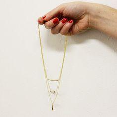 """[ Tuto DIY ] Un joli collier multirangs doré fait en 20 minutes pour moins de 20€...c'est notre tuto """"Pour Débuter"""" du mois à retrouver ici >>> http://www.perlesandco.com/Collier_multirangs_Rose_Water_Opal_dore_Swarovski_plume-s-2324-5.html"""