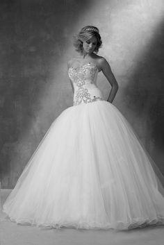 https://flic.kr/p/C3sZS3 | Trouwjurken | Trouwjurken vintage, Moderne Trouwjurken, Korte trouwjurken, Avondjurken, Wedding Dress, Wedding Dresses | www.popo-shoes.nl