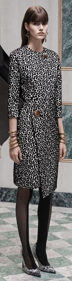 Balenciaga Pre-Fall 2015 Fashion Show - Vanessa Moody (Women) Fashion Week, Runway Fashion, Fashion Show, Fashion Looks, Fashion Design, Uk Fashion, White Fashion, Diane Von Furstenberg, Stylish Outfits