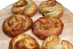 Ispanaklı rulo börek tarifi... Demir bakımından oldukça zengin olan bu ıspanaklı börekler tam ağzınıza layık!
