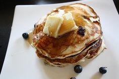 delicious flufffy blueberry pancakes