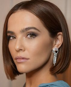 Short Hair Dos, Short Bob Hairstyles, Celebrity Hairstyles, Cool Hairstyles, Short Hair Styles, How To Cut Nails, Zoey Deutch, Hair Affair, Love Hair