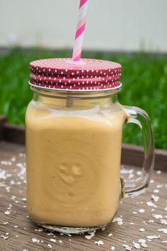 Smoothie de Mango con Avena Protein Smoothie Recipes, Smoothie Prep, Nutribullet Recipes, Fruit Smoothies, Healthy Yogurt, Healthy Juices, Healthy Drinks, Exotic Food, Red Fruit