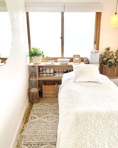 Massage Room Decor, Spa Room Decor, Room Decor Bedroom, Beauty Room Salon, Beauty Room Decor, Beauty Studio, Home Spa Room, Spa Rooms, Beauty Treatment Room