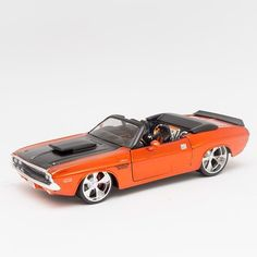 b06ca4abcd Miniatura 1970 Dodge Challenger RT Conversível - Maisto - 1 24 - Machine  Cult -