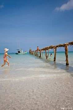 Plage de Bai Kem à Phu Quoc, Vietnam Vietnam Voyage, Vietnam Travel, Asia Travel, Laos, Thailand, Beautiful Vietnam, Photos Voyages, Months In A Year, Belle Photo