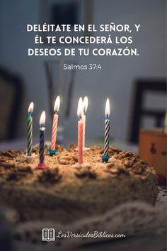 Versículos de cumpleaños para que puedas enviarlos a tus seres queridos. #VersiculosBiblicos #VersosDeCumpleaños #VersiculosBiblicosDeCumpleaños #TextosBiblicosDeCumpleaños #Versiculos #Biblia #Dios #Jesus #TextosParaCumpleaños #TarjetasDeCumpleaños #CumpleañosCristiano #CumpleañosVersiculos Happy Birthday Ecard, Happy Birthday Greetings, Healing Words, Galaxy Wallpaper, Word Of God, Birthday Candles, Ariel, Christ, Texts
