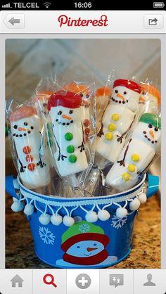 Marshmallows snowman