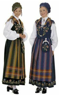 Two Norwegian girls. Bunad National costume from North Norway. Swedish Style, Scandinavian Style, Fashion History, World Of Fashion, Norwegian Vikings, Norway Viking, Folk Fashion, Ethnic Fashion, Folk Costume