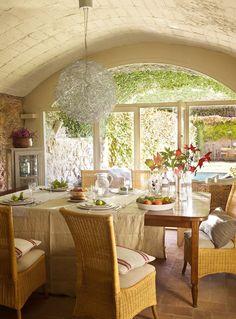 Jurnal de design interior: Într-o frumoasă vilă din secolul al XVIII-lea Beautiful Villas, Beautiful Homes, Simply Beautiful, Rustic Home Design, Old Mansions, Spanish House, Restaurant, My Dream Home, Decor Styles