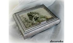 Rectangular wooden box with 2 compartments and mirror, painted (acrylic) and decorated with the art of napkin (napkin stuck), then varnished effect.  dimension: L: 21 cm l: 16 cm H: 5,5 cm  Materials used: Wood, Paper
