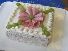 I am going to have to try this one day! Sandwhich Cake, Sandwich Torte, Sandwich Platter, Tea Party Sandwiches, Appetizer Sandwiches, Bulgarian Recipes, Salty Cake, Food Platters, Food Crafts