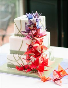 #origami cranes going up the cake, decoration, party idea
