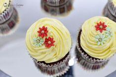 cupcakes cu ciocolata 0023 Meringue, Desserts, Food, Merengue, Tailgate Desserts, Deserts, Essen, Postres, Meals