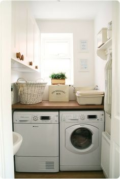 Chic Little House: Adorable laundry room!