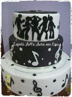 Bolo falso feito em isopor e Eva. Disco Theme Parties, 70s Party, Disco Party, Bolo Fack, Music Cakes, 50th Birthday Party, Birthday Cakes, Glow Party, Party Cakes