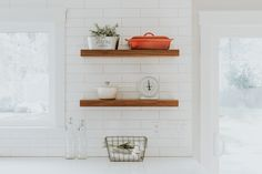 Brown wooden rack – Interior – Modern Home interior Design Kitchen 101 Bathroom Design Small, Modern Kitchen Design, Small Bathrooms, Interior Design Pictures, Wooden Rack, Floating Wall Shelves, Picture Design, Home Organization, Layout Design