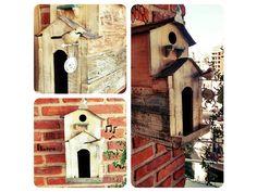 DETALLES: Casita para pájaros realizada con maderas de demolición y objetos antiguos.  MEDIDAS: Ancho: 07 cm / Alto: 34 cm. / Profundidad: 25 cm